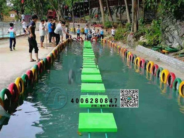水上漂木板桥